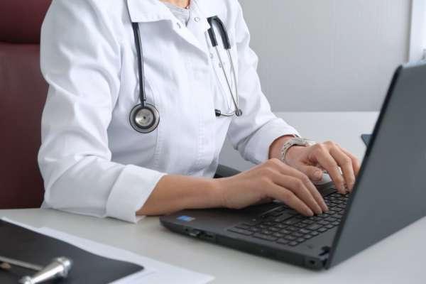 working-medicine-computer-hospital-medical-doctor-doctors-office-doctor-visit-at-the-doctor_t20_0xL3PV (1)